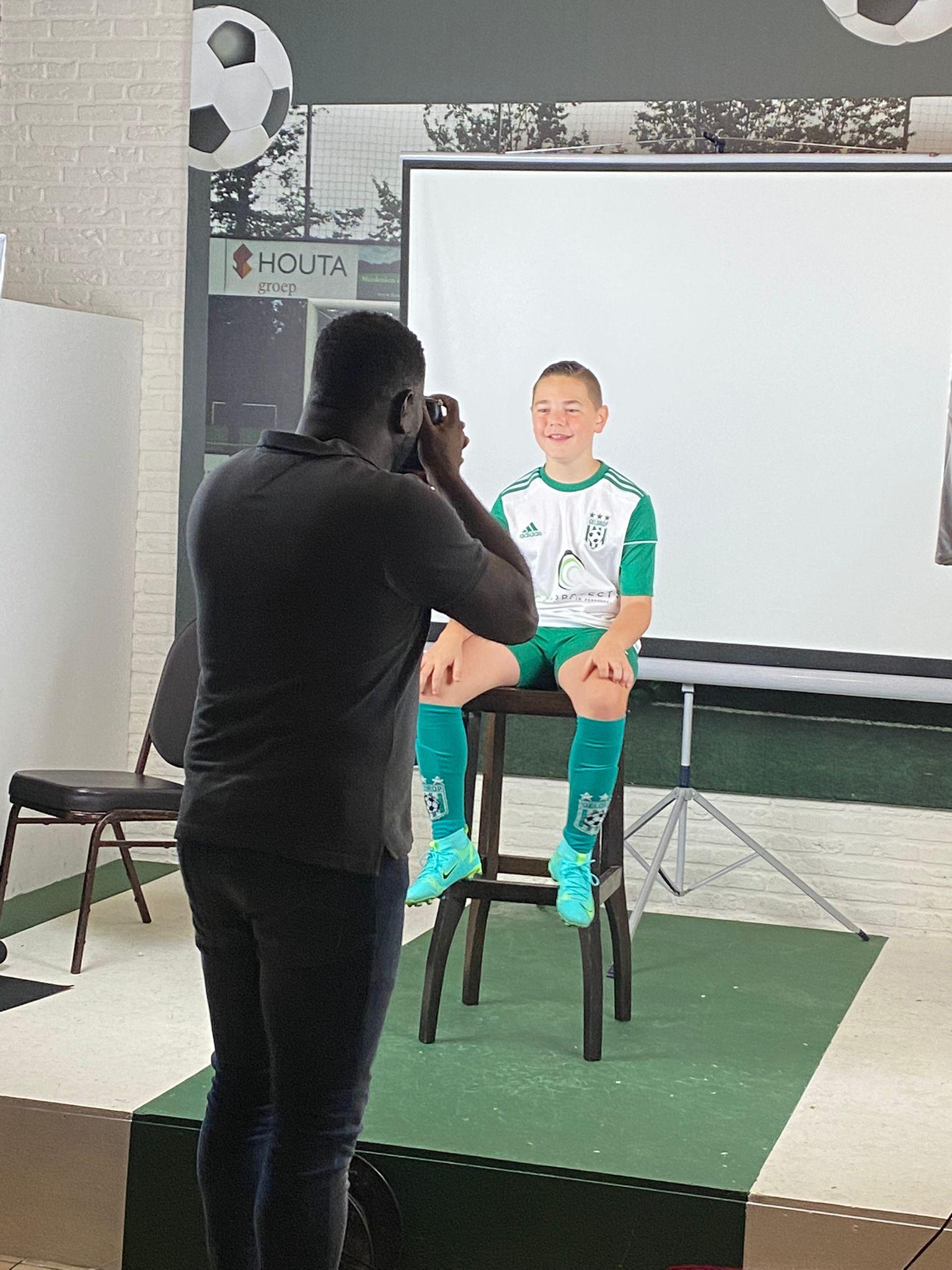 Op de foto voor jouw eigen voetbalplaatje?